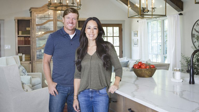 when does fixer upper behind the design season 2 start
